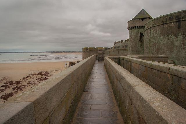 サンマロの中世名残ある城壁