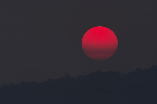 フランスで皆既月食!「1月21日明け方」に月が赤く染まるよ