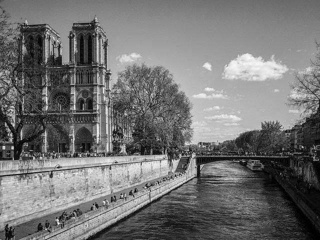 パリ・ノートルダム大聖堂の大火災。1日で7億ユーロ(約880憶円)の寄付があつまる