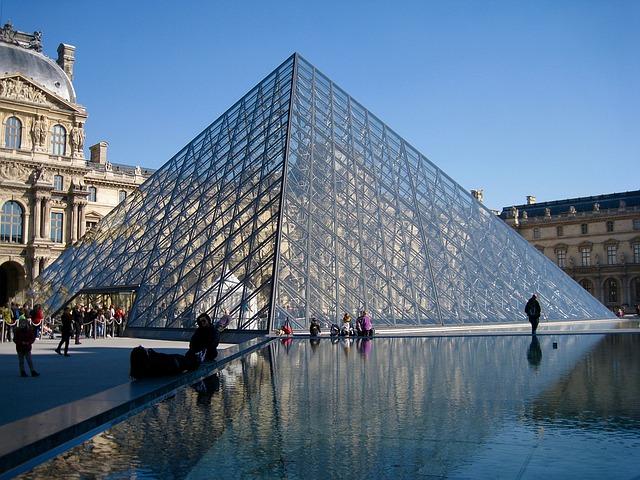 Airbnbフランスの豪華企画!ルーブル美術館で夢のような一夜を過ごせるよ!
