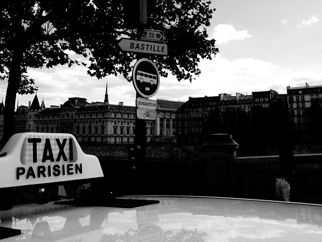 【知ってた?】フフランスのタクシーとVTCの違い。ストライキ中のVTCは料金3倍に!