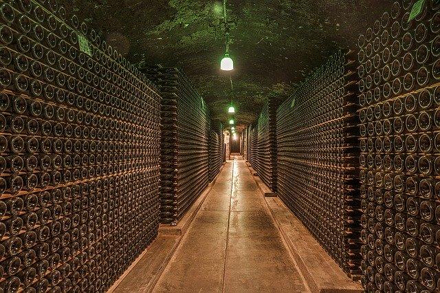 なぜワインボトルは750mlなのか?