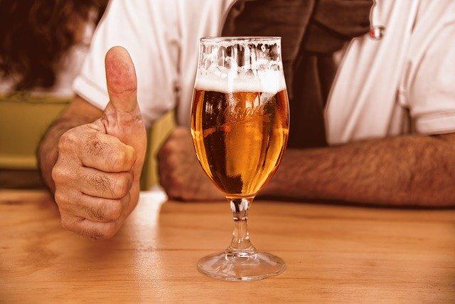 お酒の力を借りてリラックスする