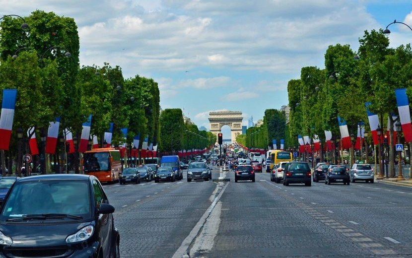 フランスで運転が怖い理由。約70万人が無免許運転で無保険…