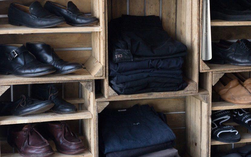 【衣類回収ビジネス】寄付したはずの洋服が高値で取引されているフランス